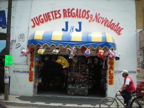 Puebla, Mexico (June 2009): Juguetes